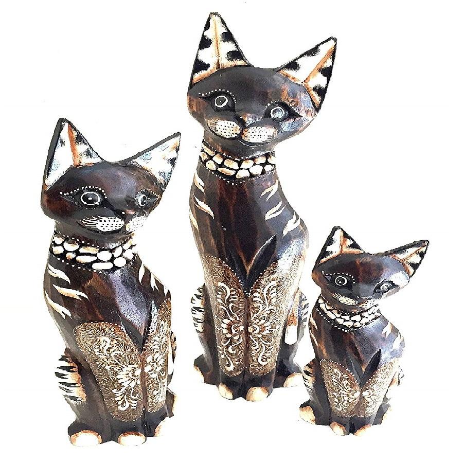 estatua de gatos tallada a mano