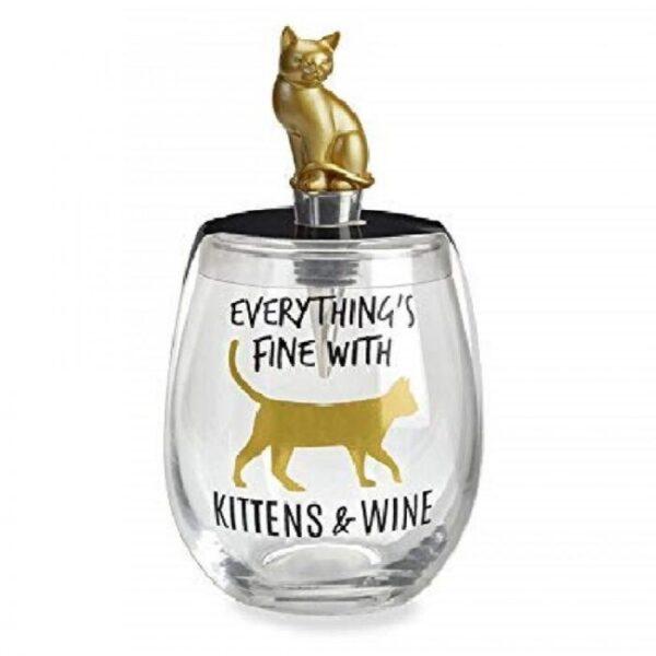 vaso con tapón de botella de vino